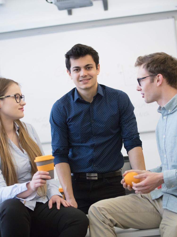 Studenti se opět propojí s absolventy. FMV zahájila druhý ročník Alumni mentoring programu.