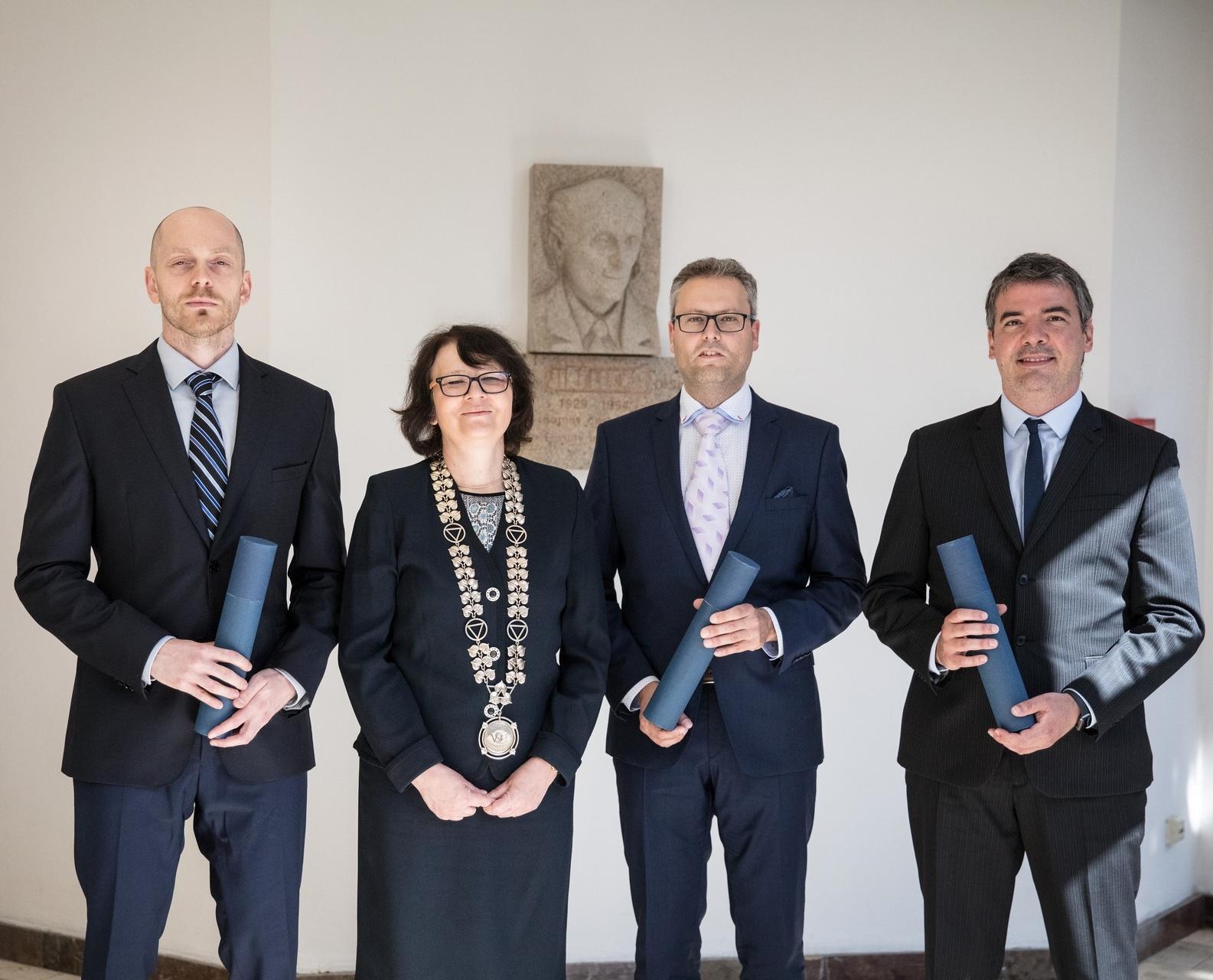 FMV má dva nové docenty. Vincenzo Merella a Přemysl Průša převzali jmenovací dekrety od rektorky VŠE.