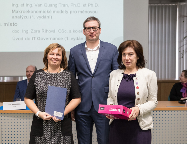 Pedagogové z FMV získali ceny nakladatelství Oeconomica pro autory nejúspěšnějších titulů