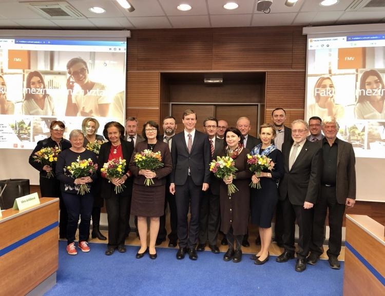 Vědecká rada FMV zasedala naposledy v tomto funkčním období. Ke jmenování dovedla osm docentů a čtyři profesory.
